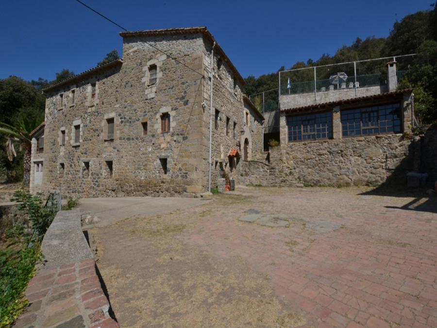 Mas Coll de Dalt. Casa de Colònies a Sant Feliu de Pallerols (Garrotxa)